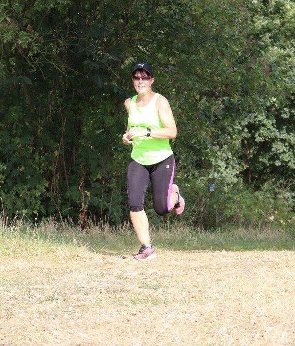 Emma loopt marathon voor The Donkey Sanctuary